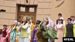 Шигърият бәйрәменнән күренеш, 26 апрель 2008