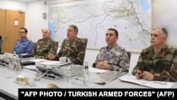 Թուրքիայի ԶՈւ ԳՇ պետ Հուլուսի Աքարը (կենտրոնում) վարում է համատեղ շտաբի նիստը, 20-ը հունվարի, 2018թ․