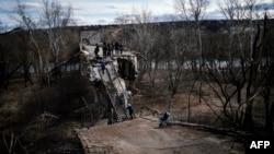 Зруйнований міст у Станиці Луганській