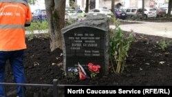 Памятник Юрию Буданову, убившему чеченскую девушку в 2000 году