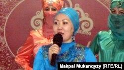 Дизайнер Мира Мырзабаева. Алматы, 9 мамыр 2012 жыл.