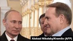 Віктор Медведчук (праворуч) та президент Росії Володимир Путін. Московська область, листопад 2017 року
