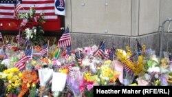 Cveće i sveće za žrtve napada u Bostonu
