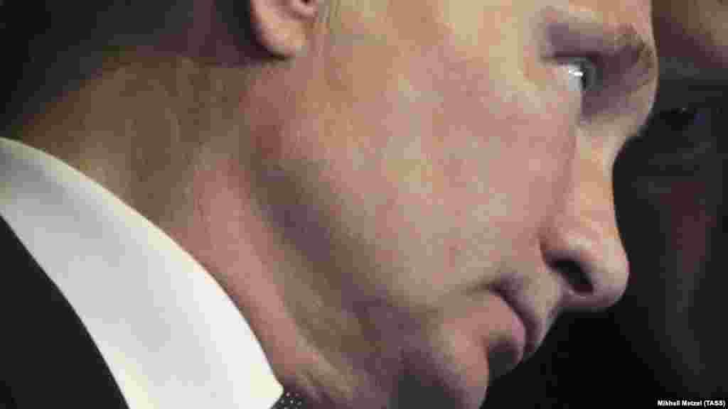 РУСИЈА - Рускиот претседател Владимир Путин изјави дека примил втора доза на една од руските вакцини против ковид-19, но не откри која конкретно. Кремљ минатиот месец објави дека претседателот ја примил првата доза на вакцината.