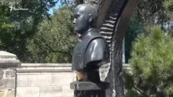 На Братському кладовищі в Севастополі встановили бюст Януковича-молодшого (відео)