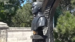 На Братском кладбище в Севастополе установили бюст Януковича-младшего (видео)