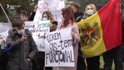 Protest în fața Parlamentului, la chemarea președintei alese Maia Sandu