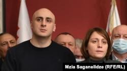 Ника Мелия, Элене Хоштария