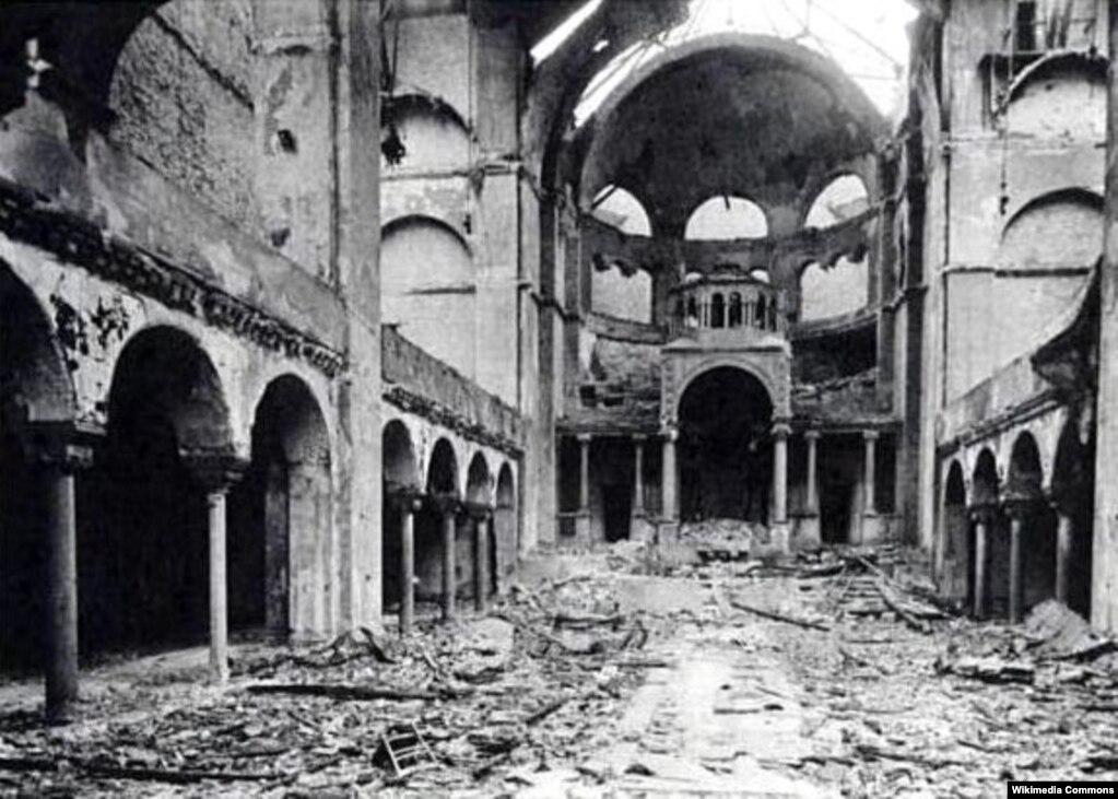 Уничтожен интер & rsquo; ер синагоги на Фазанэнштрасэ в Берлине, 10 ноября 1938