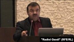 Абдулвалӣ Қулов.