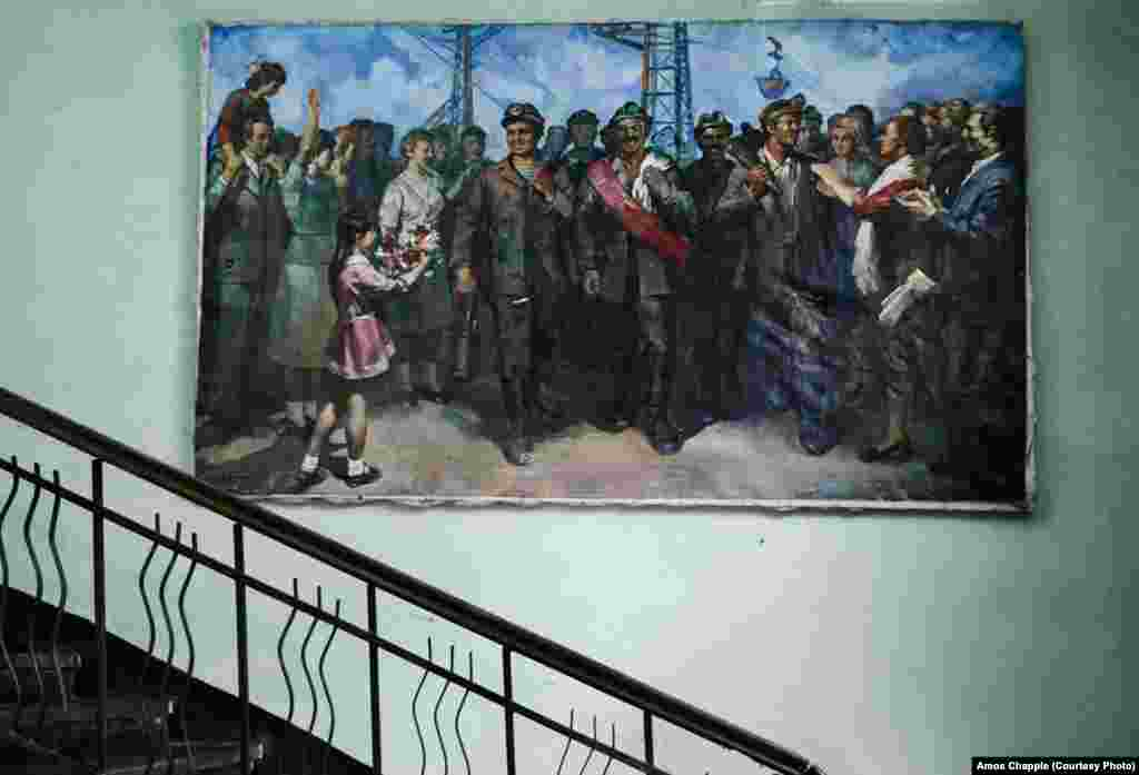 A socialist realist painting shows Chiatura's manganese miners.