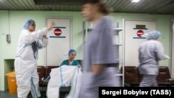 Коронавирусга чалинган беморларни даволашга ихтисослаштирилган Москвадаги 15-клиник шифохона, 2020 йил 2 июни.