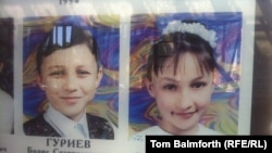 Къилбаседа ХIирийчоь -- 2004-чу шарахь Бесланерчу № 1 школа мукъайоккхуш дайина бераш.