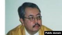 Казактын чыгаан булак таануучусу Тимур Бейсебиев (1955-2016). Казакстан ИАсынын Чыгыш таануу институтунун интернет барагынан.