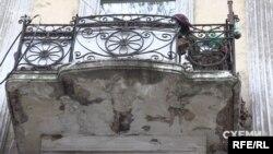 Як каже Дмитро Шаматажи, цей будинок цікавий низкою деталей – наприклад, балконами незвичних форм
