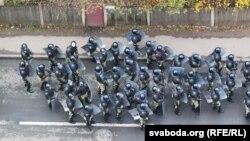 У столиці Мінську силовики ще до початку акції протесту під гаслом «Я виходжу» почали затримувати її учасників, застосовували світлошумові гранати для розгону масових скупчень.