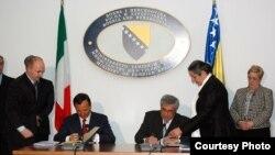 Franco Frattini i Sven Alkalaj potpisuju Protokol o saradnji dvaju ministarstva vanjskih poslova, 12.04.2010, Foto: Služba za odnose sa javnošću MVP BIH