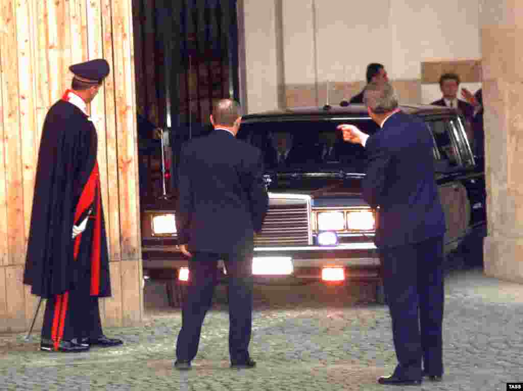 President Boris Yeltsin, Russia's first post-Soviet leader, arriving for a state visit to Italy in February 1998.