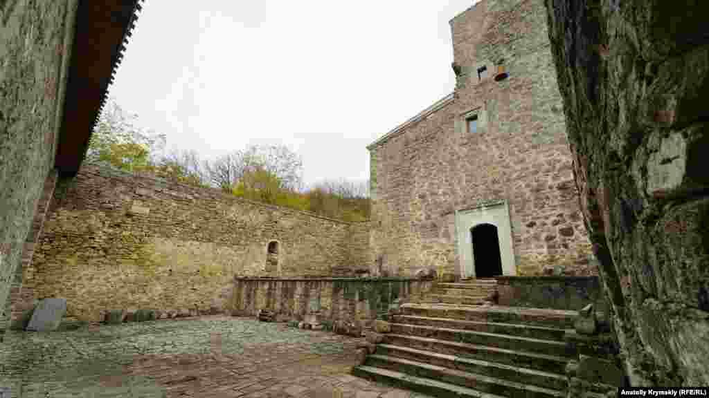 Внутренний монастырский дворик