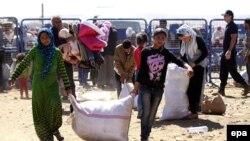 Түркияны көздөй агылган Сирия күрттөрү. 22-сентябрь, 2014-жыл.