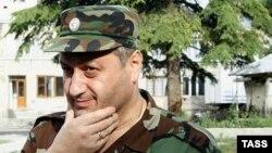 Комментаторы югоосетинских сайтов вдруг обнаружили новый взгляд на события 2008 года, зазвучали аргументы в пользу того, что на самом деле организатором обороны Цхинвала был не генерал Баранкевич, а Эдуард Джабеевич