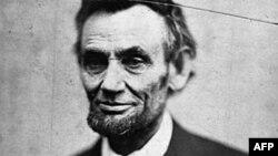 """""""Lincoln bardoda"""" romanı Abraham Lincoln-un şəxsi faciəsi barədədir"""