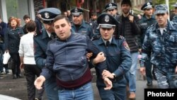 Armenia - Police detain a protester in Yerevan, 20 April 2018.
