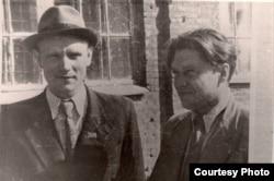 Максім Танк і Пімен Панчанка. 1946 г. З фондаў БДАМЛМ