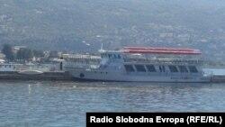 Бродот Александрија 2 во Охридското Езеро.
