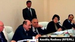 Министр культуры и туризма Азербайджана Абульфаз Гараев принимает граждан в Центре молодежи в Саатлы. 19 апреля 2013