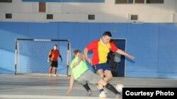 Томскийдагы мини-футбол ярышыннан бер күренеш.