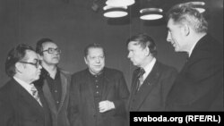 Міхась Дубянецкі, Алесь Адамовіч, Пімен Панчанка, Васіль Быкаў, Ніл Гілевіч. 1981 год