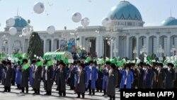 Türkmenistan Garaşsylyk gününi toýlaýar. Arhiwden alnan surat