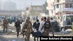 اففان امنیتي ځواکونو په کابل کې د نومبر پر ۱۳مه د یوې چاودنې وروسته سیمه کلابند کړی.