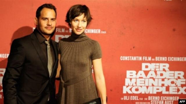 Мориц Бляйбтрой и Йохана Вокалек перед премьерой фильма «Комплекс Баадера-Майнхоф» в Мюнхене