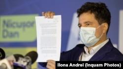 Nicușor Dan prezintă presupusul acord semnat de Gabriela Firea cu familia Costanda pentru stingerea datoriilor PMB către aceasta