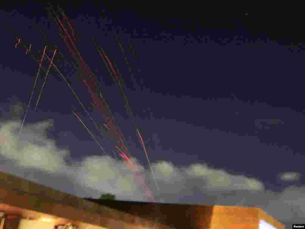 Protu-avionske rakete, ispaljene od strane libijske vojske u Tripoliju, 21.03.2011. Foto: Reuters / Zohra Bensemra