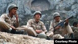Иран-Ирак соғысына қатысушы қазақтар дайындық кезінде. Сурет жеке архивтен алынды