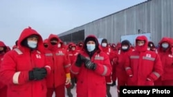 Работники требуют увеличения заработной платы вдвое. Месторождение Кокжиде, Темирский район, Актюбинская область, 26 января 2021 года.