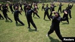 Пакистанда семиздикке каршы машыгып жаткан полиция кызматкерлери