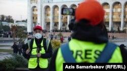 «Азаттык» радиосунун кызматкерлери.