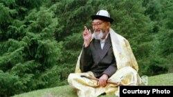 Манасчы Жусуп Мамай Ак-Чий шаарында. Кызыл-Суу Кыргыз автоном облусу, КЭР (архив).