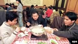 Общение за столом на самом распространенном языке в мире - китайском