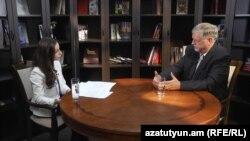 Армения - Спецпредставитель ЕС Герберт Зальбер дает интервью Радио Азатутюн, Ереван, 6 июля 2016 г.