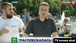 Российский десантник атакует корреспондента НТВ Никиту Развозжаева