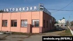 Каля вакзалу ў Почапе