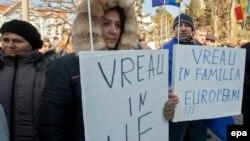 Un grup de alegători moldoveni și mesajul lor către deputați.