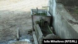 Cu donaţiile din Elveţia sătenii din Cioreşti, Nisporeni, nu se mai duc la izvor, dar au apă în curte