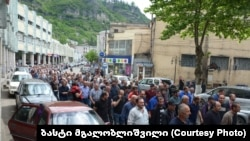 Утро в Чиатура началось с шествия жителей города в поддержку шахтеров, участвующих в забастовке