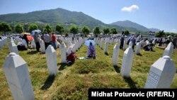 Sa komemoracije ukopa žrtava genocida u Srebrenici, 11. jul 2016.
